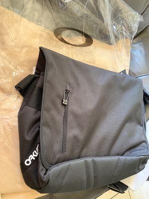 Mochila para laptop , marca Oakley for Sale in Rialto, CA