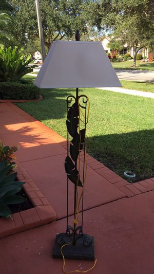 Iron floor lamp, with palm tree design and three way light adjustment. Set of table lamps also available for sale separately at $19.00 each lamp. for Sale in Pembroke Pines, FL