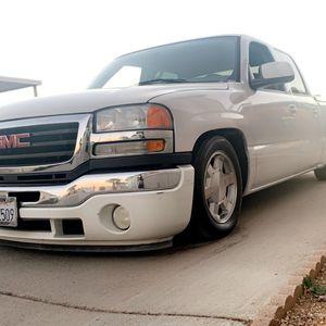 05 Gmc Sierra for Sale in Bakersfield, CA