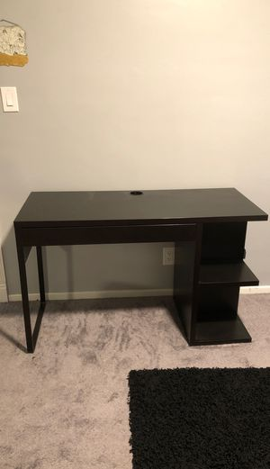 Desk with drawers and built in shelf for Sale in Los Angeles, CA