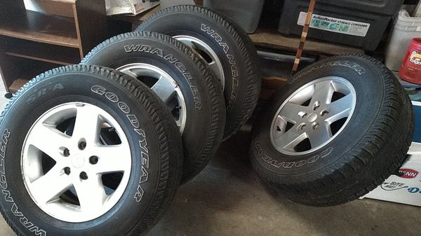 """4 Jeep Wrangler wheels and tires 255x75R17"""""""