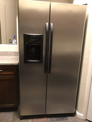 General Electric Refrigerator for Sale in Las Vegas, NV
