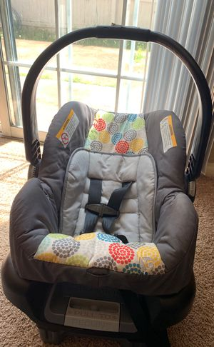 Baby car seat with the base for Sale in Bellevue, TN