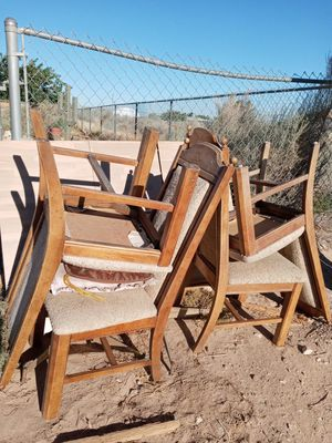 Free kitchen table & chairs for Sale in Phelan, CA