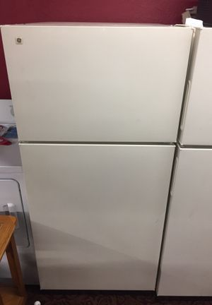 GE Refrigerator like new for Sale in Wichita, KS
