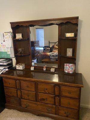 Queen 6 Piece Dark Pine Bedroom Set for Sale in Brentwood, CA