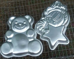 Wilson Cake Pans - Lot of 2 Rainbow Brite Star & Huggable Bear for Sale in Gilmer, TX