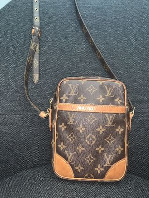 Louis Vuitton Crossbody bag for Sale in Rancho Cucamonga, CA
