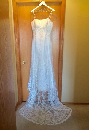 Beautiful Lace Wedding Dress Size 12 for Sale in Rochester, MN