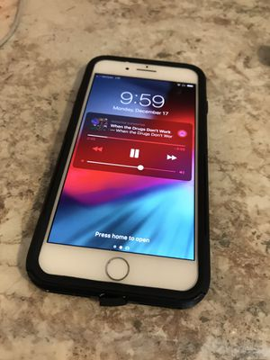 iPhone 8+ UNLOCKED for Sale in Des Moines, IA