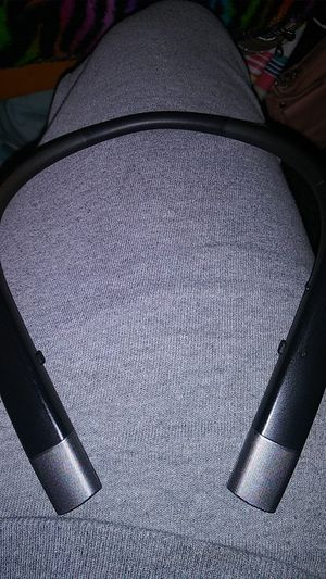 LG harmon/kardon Bluetooth headset for Sale in Wahneta, FL
