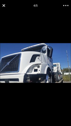 Semi parts Volvo kenworth freightliner for Sale in Chicago, IL
