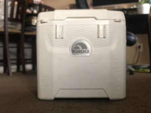 Igloo Marine Ultra Quantum Roller Cooler for Sale in Phoenix, AZ