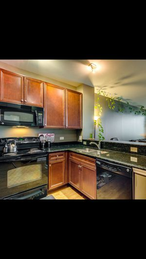 Like new black GE kitchen appliance suite for Sale in Chicago, IL