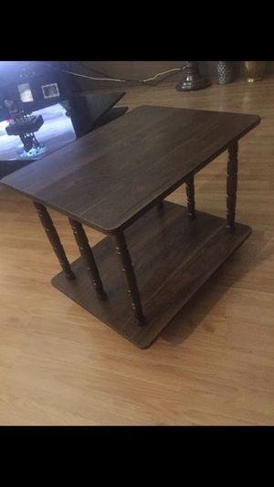 Wood side table. Excellent condition for Sale in Phoenix, AZ