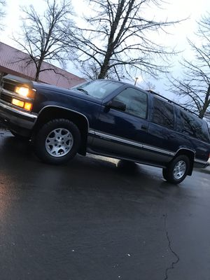 1999 Chevy suburban 4 x 4 low miles for Sale in Gresham, OR