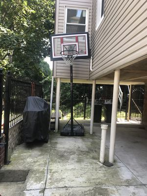 Basketball hoop &base by LIfetime for Sale in Bronx, NY