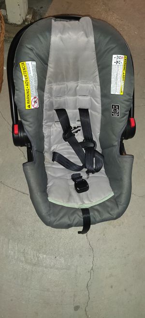 Car seat for Sale in Ravenna, OH