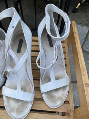 LV jelly white shoes for Sale in Los Angeles, CA