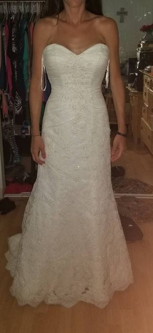 Wedding dress size 6/7 never altered 200 no perverts please or scammers pick up St. Peter's cash only for Sale in St. Peters, MO