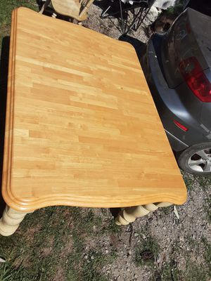 Kuolin solid Oak dining table 4 chairs for Sale in Tulsa, OK