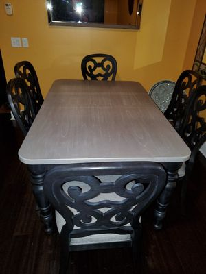 Dining room table with 6 chairs for Sale in Pompano Beach, FL