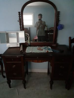 Antique Beauty desk for Sale in Burrillville, RI