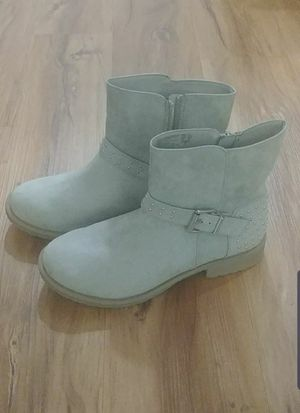 Girls boots size 5 for Sale in La Puente, CA