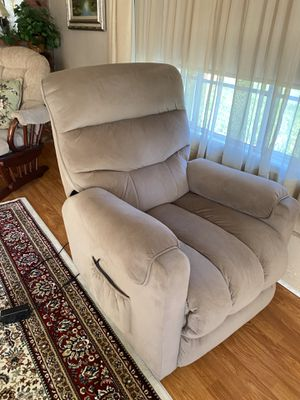 LIFT RECLINER CHAIR for Sale in Riverside, CA