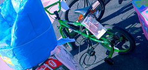 Electric green 20in bicycle with training wheels $55 for Sale in Phoenix, AZ