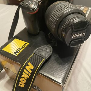 D5200 Nikon Camera for Sale in Fort Bliss, TX
