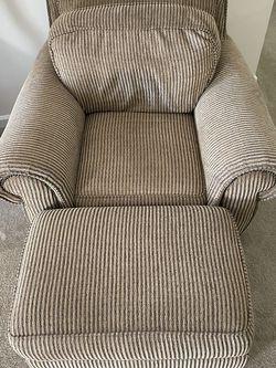 Chaise lounge w/ Ottoman for Sale in Marietta,  GA