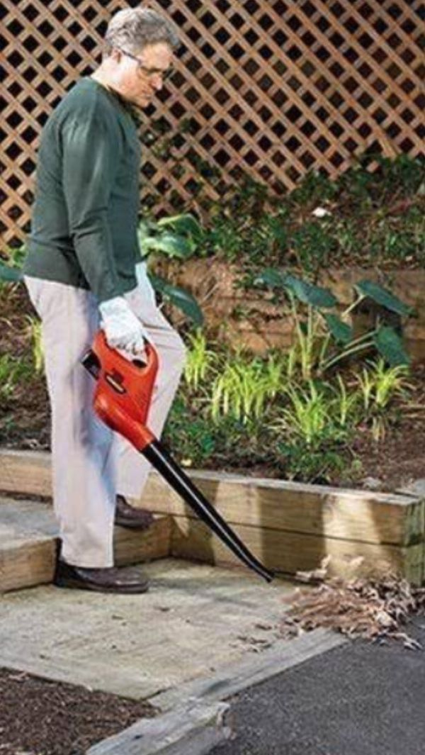 Cordless Leaf & Debris Blower / Sweeper w/ 2 BATTERIES AND CHARGER - 18 VOLTS!! - by Black & Decker