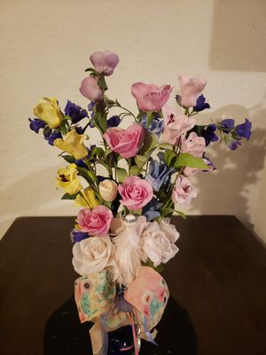 Artificial flower arrangement multicolored for Sale in Hesperia, CA