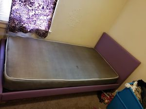 Twin purple platform bed barely used for Sale in Milwaukee, WI