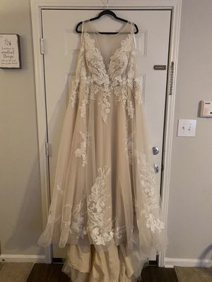 Wedding Dress for Sale in Simpsonville, SC