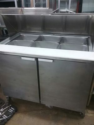 Refrigerated prep table for Sale in Hialeah, FL