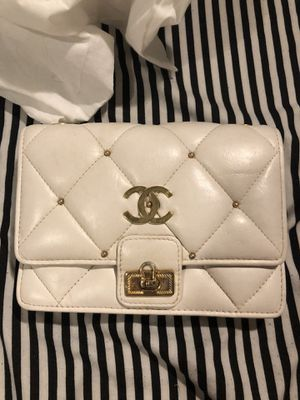 Vintage authentic Chanel white bag for Sale in Houston, TX