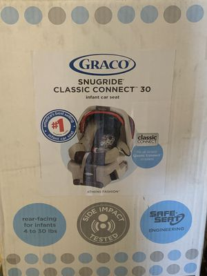 GRACO Snugride Classic Connect 30 infant car seat for Sale in South Huntington, NY