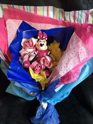Minnie mouse plush doll/ flower bouquet! for Sale in Savannah, GA