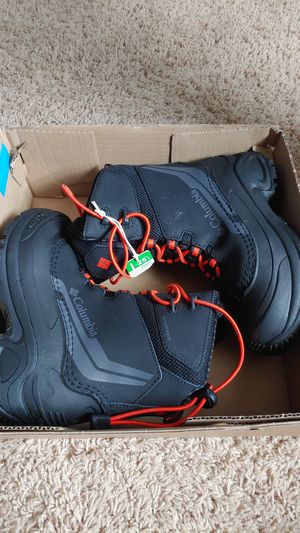 Columbia kids snow boots size 1 for Sale in Tumwater, WA