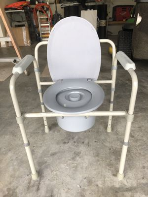 Bedside commodes-FREE for Sale in Apollo Beach, FL