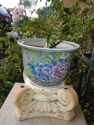Beautiful oriental flower planter pot/vase for Sale in Fort Myers, FL