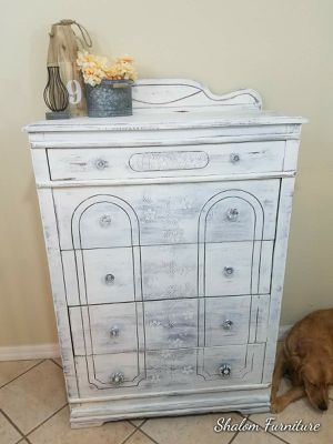 Farmhouse white antique dresser for Sale in Kissimmee, FL