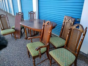 Classic wood dining table w/ 3 extra leafs and 6 chairs for Sale in San Angelo, TX