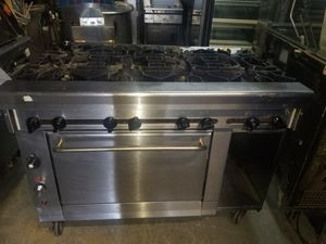 MONTAGUE 8 BURNER STOVE for Sale in Chicago, IL