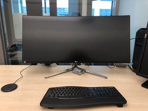 34'' Class 21:9 UltraWide® WQHD IPS Thunderbolt™ Curved LED Monitor (34.0'' Diagonal) for Sale in Seattle, WA