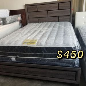 King bed frame with mattress included for Sale in Hawaiian Gardens, CA