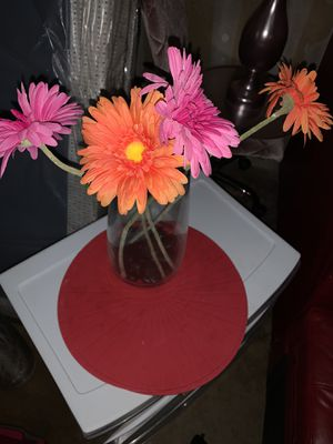 Vase with flowers with table mats for Sale in Grand Prairie, TX