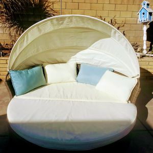 Gorgeous All Weather Round Patio/Pool Lounger With Retractable Canopy for Sale in Upland, CA